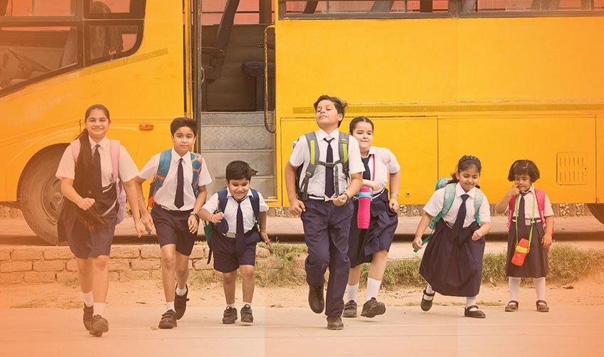 बच्चे वापस स्कूल जा रहे हैं